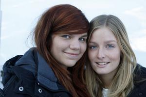 Järvsötjejerna Amanda Wallström, till vänster, och Clara Sagström, till höger, är bästa kompisar sedan barnsben.