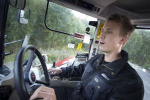 Patrik Flodin har bytt rallybilen mot en satsning på SM i V8 Thunder Cars och dagligt slit i en traktor.