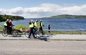 Med målet att det ska byggas en cykel- och gångväg som gör vardagen säkrare genomförde varje by/byalag budkavlen.