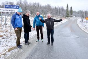 Anders Häggkvist, Per Åsling, Mats Eicsson och Per Palage inspekterar fjällvägen mellan Sörvattnet och Tännäs.