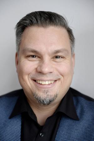 Tommi Kinnunen arbetar till vardags som högstadielärare i finska i Åbo.