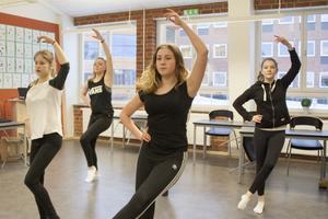 Dansarna övade för fullt under fredagens repetitioner.