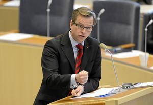Reservlaget. Mikael Damberg fick under partiledardebatten hoppa in för Stefan Löfven, som inte sitter i riksdagen.