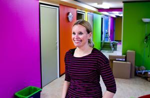 Cia Melvindotter i den färgglada förskolan. 1 februari är det dags för invigning.