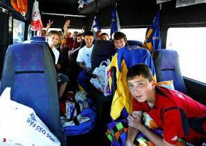 Lådor med hygienartiklar, kläder och sportutrustning har samlats in i Njurunda. Så det blir trångt i bussen för det ukrainska fotbollslaget som i år vann silver i sin åldersgrupp.