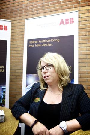 ABB:s Åsa Linder fick in lovande CV:n under jobbmässan i Teknikdalen.
