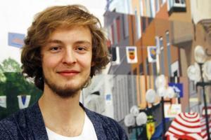 Erik Hellqvist elev på Palmcrantzskolans estetprogram med inriktning musik, tredje året: – Jag tycker inte om det. Här är det mer gemenskap, där blir det mer folk och större.