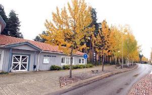 Kommunen gör ett nytt försök att sälja tomter vid Gruvriskyrkan. Förhoppningen är att en närbutik eller pizzeria ska etablera sig i området.FOTO: CURT KVICKER