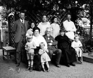 Familjen Kaulich i Österrike. Franz stående längt till vänster.