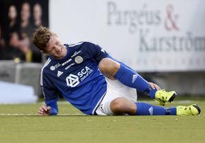 Här hade Johan Eklund ont i foten efter en matchsituation förra säsongen. Nu har anfallaren fått en smäll under en träning och missar matchen mot AIK.