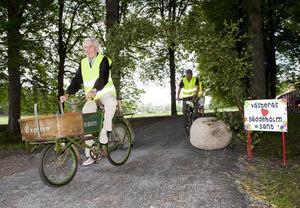 Stig-Ove Andersson testar nya cykelleden.