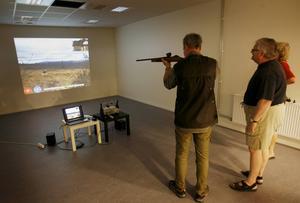 I butiken finns en digital skjutbana där man även ska utbilda blivande jägare.