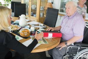Bengt Södersten, företagare i Bysala, bjöd hem Pia Nilsson (S), ledamot i riksdagens trafikutskott, för att diskutera det han anser vara för höga fordonsskatter.