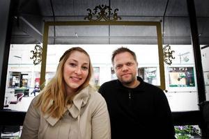 Suzanne Michelle och Anders Kronlund bjuder Östersund på en sista spelning på Stocke Titt, innan flytten till Ottawa.