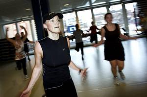 renässans. Enligt Friskis och Svettis verksamhetschef har jympa fått ett uppsving den senaste tiden. En som gärna tränar är Annica Hallquist.