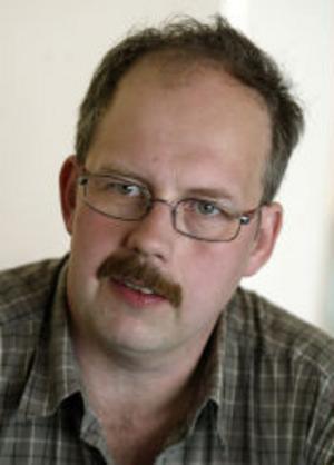 Jägaren Stefan Eriksson menar att det är viktigt att hålla björnstammen nere. Om antalet björnar ökar blir det fler konflikter mellan människor och djur.