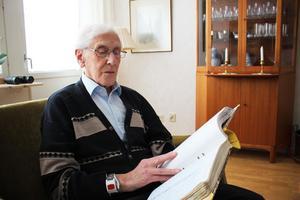 För att kunna sammanställa hur många vita respektive gröna jular vi har haft de senaste 100 åren har tidningen bland annat fått hjälp av Nils Sture Ohlson i Tillberga. Han har gjort dagliga anteckningar sedan 1962.
