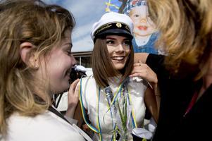 Elina Svelander blev uppvaktad av släkt och vänner. I höst väntar studier. -Igen.