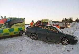På raksträckan i Undrom fick en mamma, färdandes med två barn, sladd på bilen vid ett möte med en hästtransport.
