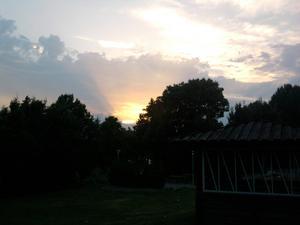solnedgång bilder strax efetr klockan 21.30 Flugsnappargatan på Råby