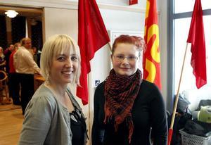 – Jag har gott hopp om Ljusdal, sa förbundsordförande Jytte Guteland, Stockholm, till vänster. Erika Nordström, nyinflyttade Ljusdalsbo, sa att hon ska försöka starta en SSU-klubb i Ljusdal.