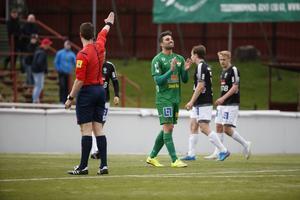 Mattias Mete fick kliva av planen mållös i årets första Borlängederby 2015. Dalkurd vann dock ändå matchen med 2–1.