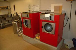 Att tvättmaskinerna är trasiga är ett vanligt irritationsmoment i den allmänna tvättstugan.Foto: Roland Johansson/hsb