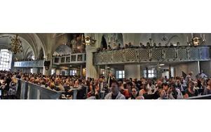 Hela Leksands kyrka fullsatt under skolavslutningarna.FOTO: BOEL FERM