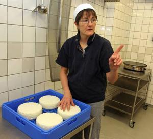 För fem år sedan fick Karin Ericson i Kälen utanför Krokom två getter i 50-årspresent. Nu har hon ett eget mejeri hemma på gården.