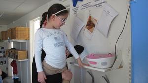 Barnen har fått lära sig att stänga av apparaterna helt för att inte dra onödig energi.