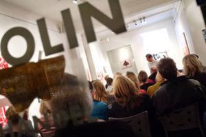 Närmare 50 personer, varav många konstnärer, hade samlats för att diskutera Färgfabriken Norr och ta del av den nya forskarrapporten.