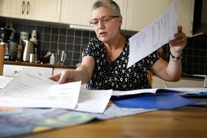 – Jag betalar full skatt och så får jag inte rätt till full sjukpenning, säger Iréne Fredriksson, som har begärt omprövning av Försäkringskassans beslut.