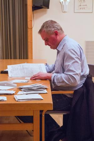 Fredrik Röjd är nämndssekreterare och mycket nöjd över ett höjt valdeltagande.