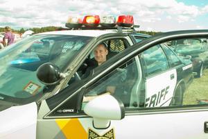 Mikael Engström dagens sheriff i sin äkta amerikanska sheriffbil från New Jersey.