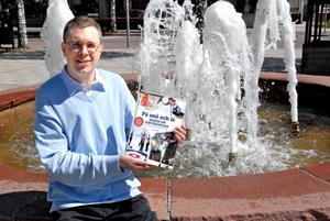Lars Ingels konstaterade att det fanns dåligt med svensk litteratur som handlar om vinter-OS. Därför tog han saken i egna händer och själv skrev boken som saknades. Foto:Anders Staffas