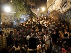 Gatufest och utomhussamba drar både turister och cariocas till Pedra do Sal.