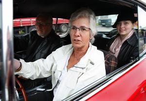 ...Eva-Marie Tomtlund från Björnhyttan klarade perfekt. Den Plymouth Barracuda hon körde manövrerade hon med stor finess och placerade lodet mitt i ringen. Foto:Gunne Ramberg