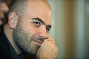 """Beskyddad. Roberto Saviano är hårdbevakad av livvakter efter sin bok om napolitanska maffian. Nu kommer filmen """"Gomorra""""."""