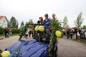 Jonna Björk, Anton Eurenius och Kristoffer Holmgren var de tre eleverna som gick ut årskurs 9 det här året. Nästa år kan det bli fler elever i varje klass och då kanske det behövs ett större fordon??