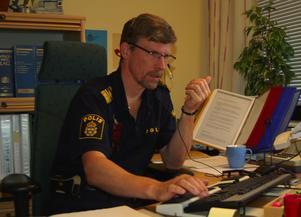 Tråkig läsning. Hans Nylund, utredningschef vid Morapolisen, beklagar att antalet anmälda brott ökar i Mora, Orsa och Älvdalen. Foto:Dan Havemose
