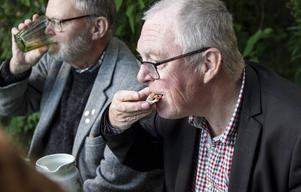 Per Sonerud gillar traditionell surströmmingsklämma.