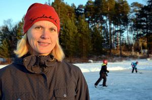 – Vi har varit här flera gånger i vinter, från det att isen låg här från början när det inte var någon snö utan bara is, säger Anna Evjen.