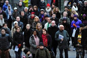 På torsdagskvällen annordnades en manifestation på Medborgarplatsen i Stockholm för att hedra offren i Syrien.