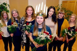 Elise Persson röstades fram till årets lucia i Torp. På bilden från vänster: Olivia Göransson, Emma Lindström, Alicia Larsson, Elise Persson, Miranda Padellaro, Karolina Wlaker och Andrea Wikman.Bild:  Chatarina Larsson