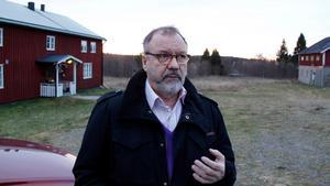 Per-Arne Frisk  tycker att Tony Andersson skulle gett sig på politikerna i stället för en chef i tjänstemannaledet.