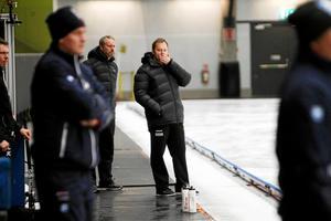 Magnus Muhrén är öm i kroppen efter VM-uppehållet – han bestämde sig för att själv träna med A-laget för att fylla ut med folk.