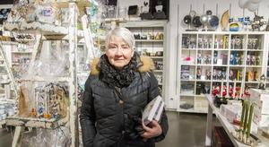 """""""Förskräckligt tråkigt. Epok är stans finaste butik. Jag brukar handla lampor, kuddar, porslin och servetter, det mesta"""", säger Marita Sund."""