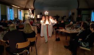 Elever från Fredriksbergsskolan lussade för PRO:arna. Foto: Jeanette Schander