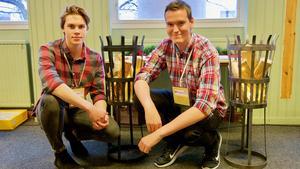 Emil Tenbring och Daniel Sahlén har konstruerat en eldkorg.