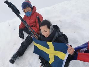När familjen kom upp på toppen var de både trötta och glada efter att ha nått sitt mål. Foto: Henrik Dehn